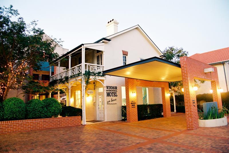 Porte Cochere - Brisbane International Windsor