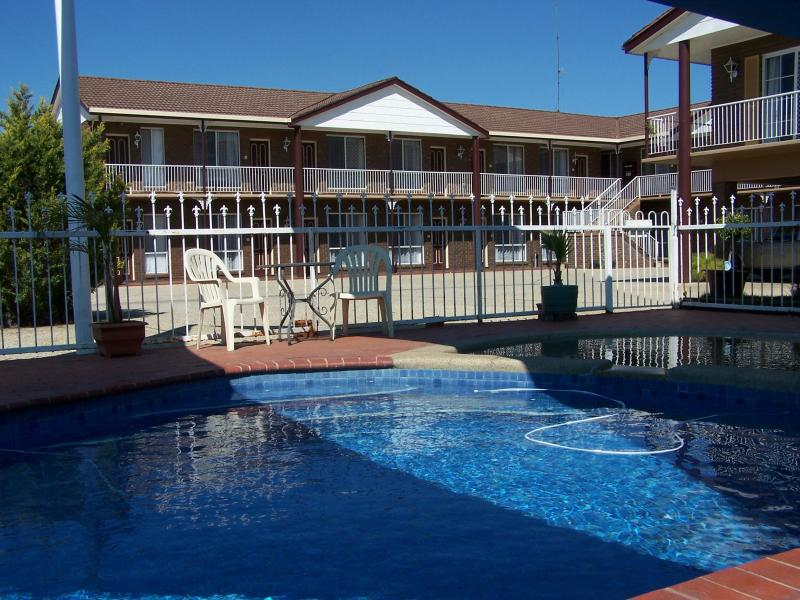 Overlooking our Pool - Albury Classic Motor Inn