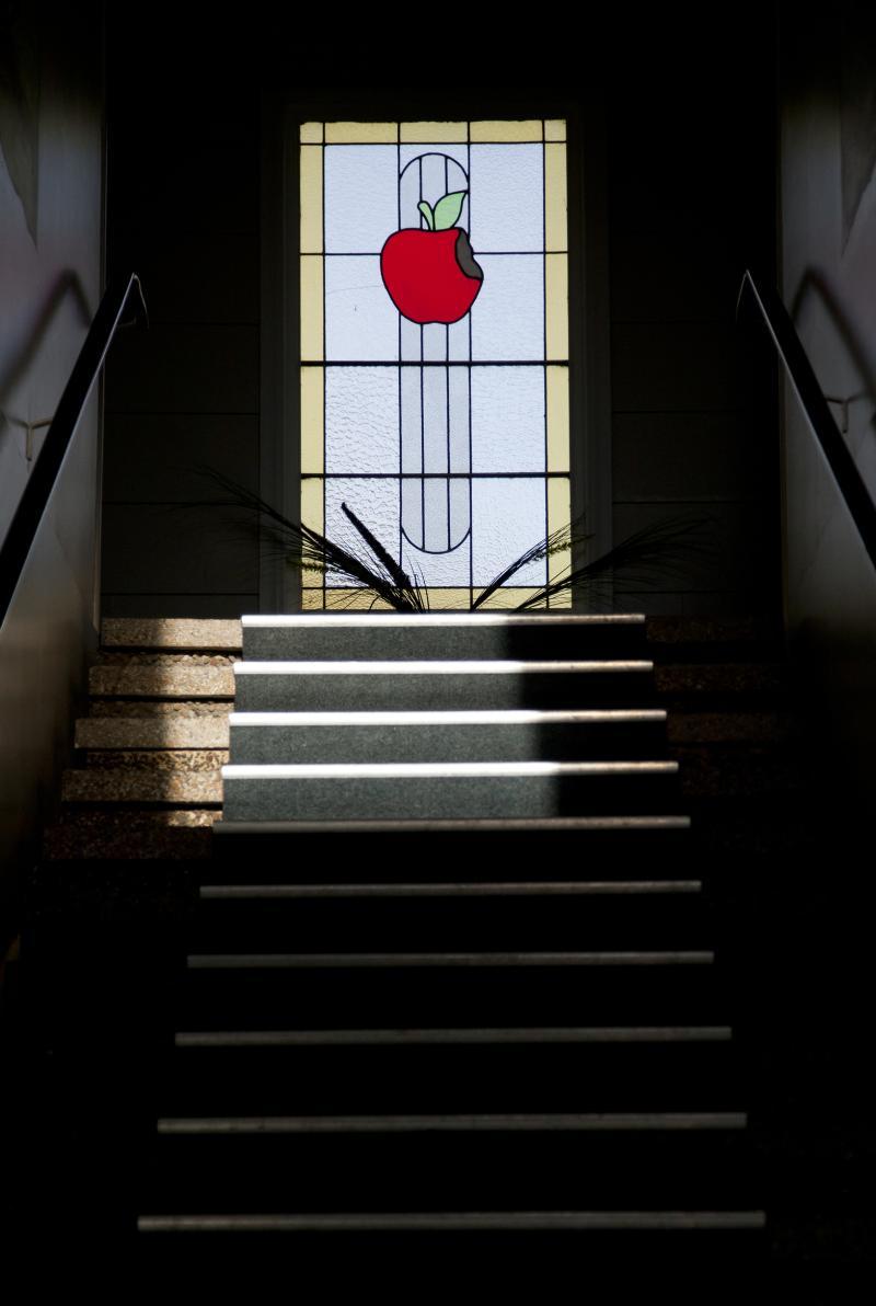 Stairway to the Apple - Apple Motor Inn