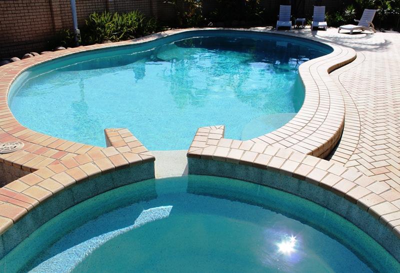 Deep Large Pool with Children's Pond - Best Western Sunnybank Star Motel