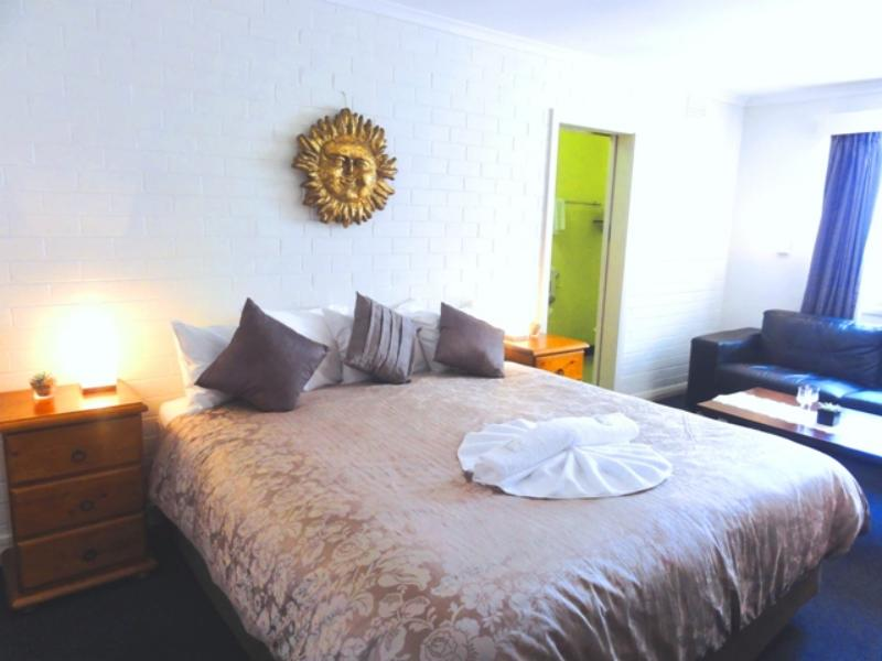 King room with lounge - Batman Fawkner Inn