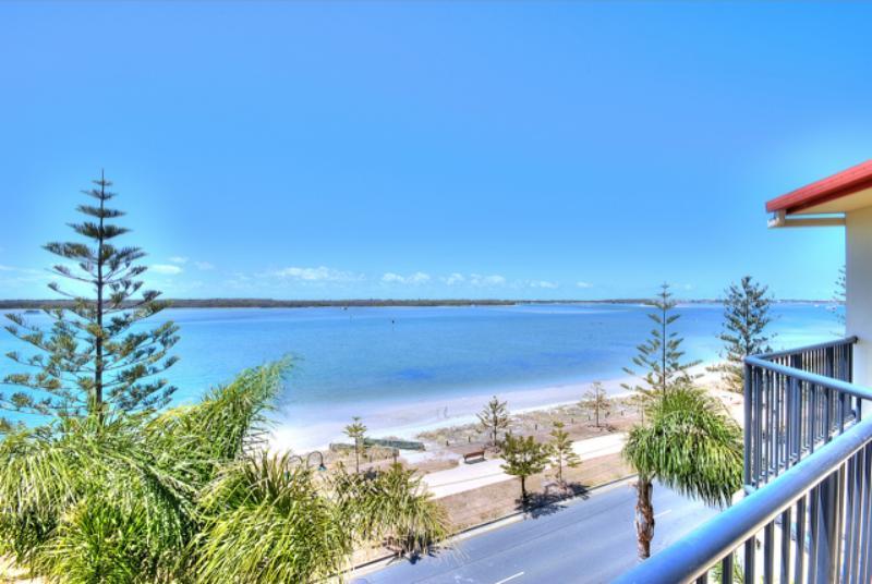 Fantastic Broadwater views - Bayview Beach Holiday Apartments