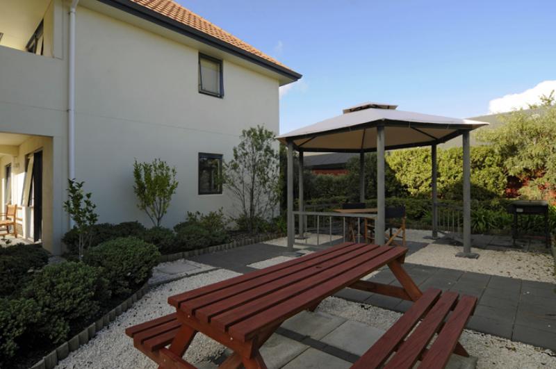 Guest BBQ Area - Bella Vista Motel Taupo