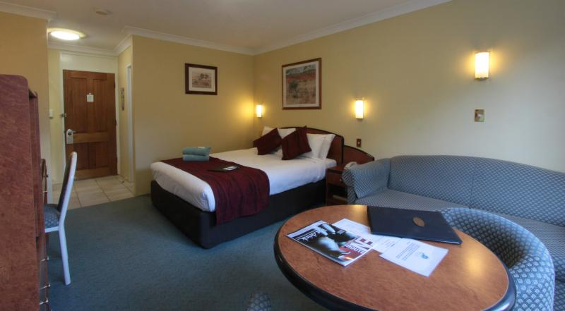 Queen Room - Best Western Alpine Motor Inn