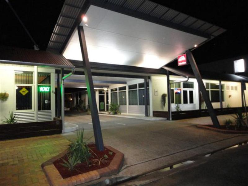Entrance to motel - Cobb Inlander Motel