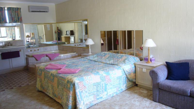 Spa Room - El Sierra Motel