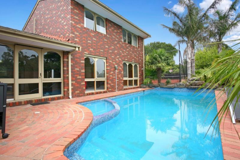 Outdoor pool - Frankston B&B