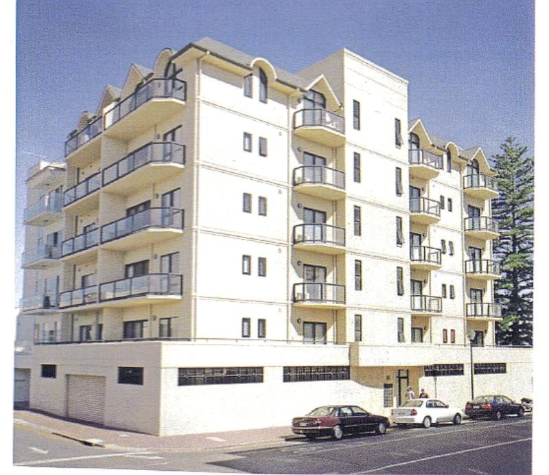 Modern, secure building, 100 mts to beach and over 300 shops,cafes & restaurants - Glenelg Beachside Luxury Apartments