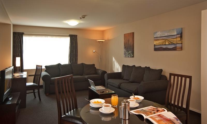 Deluxe Living - Homestead Villa Motel