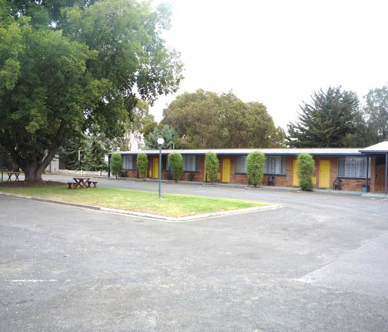 Motel Courtyard - Jubilee Motor Inn