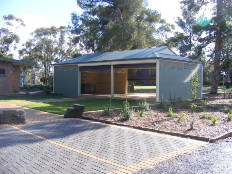 Large pergola and BBQ area - Kapunda Tourist Park