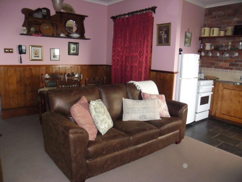 Annie's living room - Killynaught Spa Cottages Boat Harbour