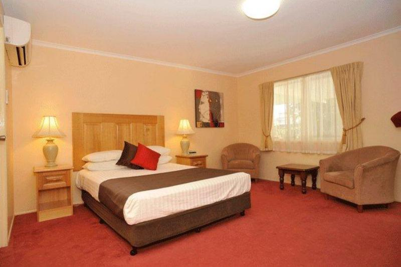 Spacious Deluxe Room - McNevins Maryborough Motel
