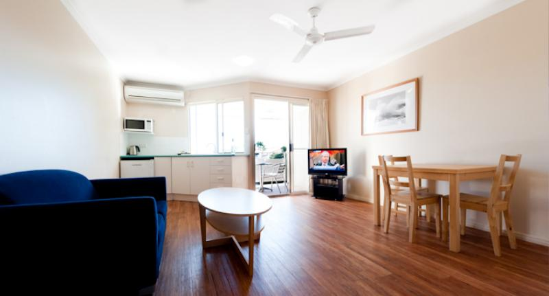 View room living room area - Noosa Sun Motel