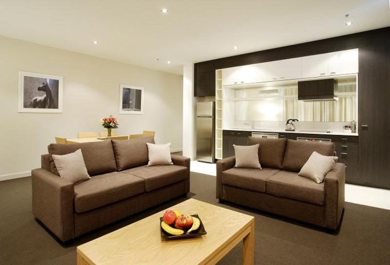 Spacious Lounge Room - Amity Apartment Hotels South Yarra