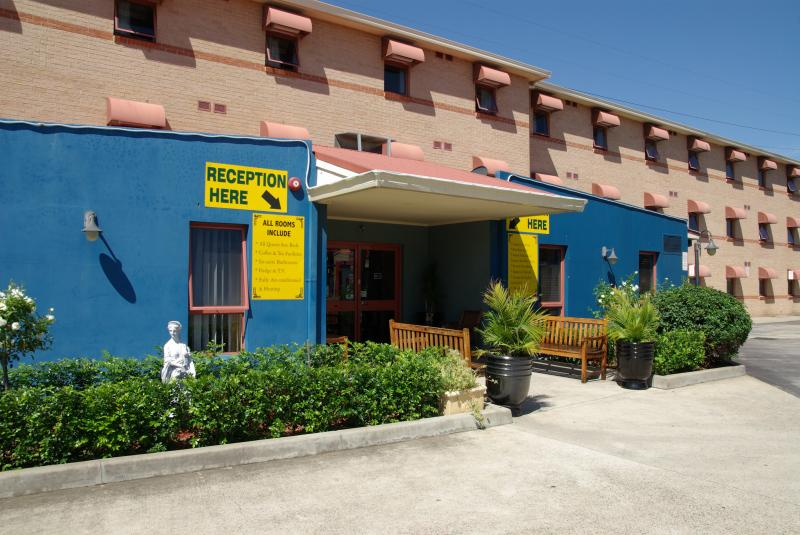 Front Entrance - Sleep Express Motel