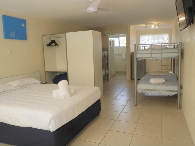 FAmily room - Tin Can Bay Motel & Holiday Units