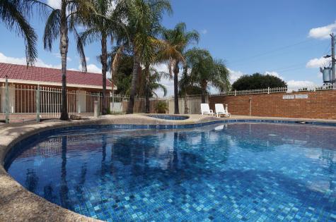 Pool - Addison Motor Inn