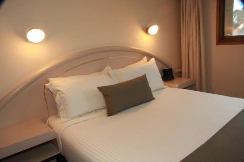 One Bedroom Suite - Adelaide Meridien Hotel & Apartments