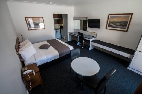 Deluxe Queen Room - Albury Paddlesteamer Motel