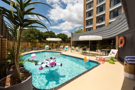 Atura Albury outdoor swimming pool - Atura Albury