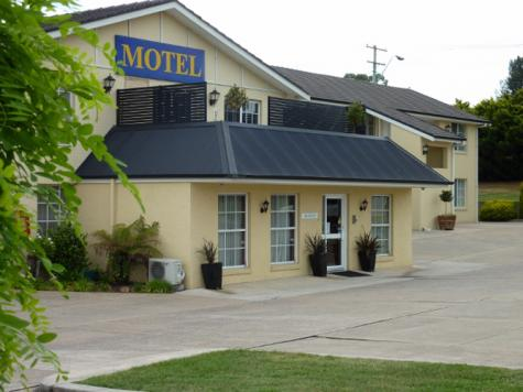 Exterior of property - Best Western Coachmans Inn Motel