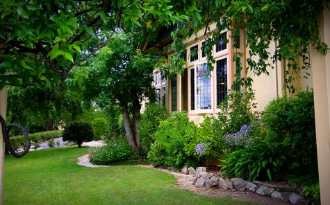 Exterior of property - Best Western Cotswold Gardens