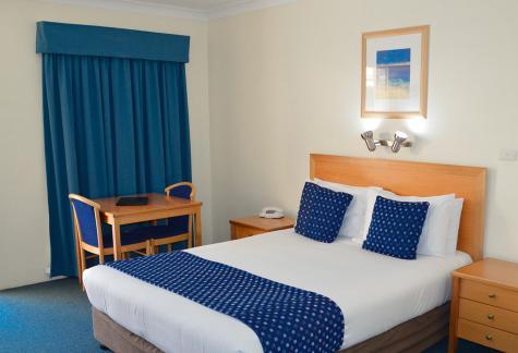 Queen room - Best Western Lakesway Motor Inn