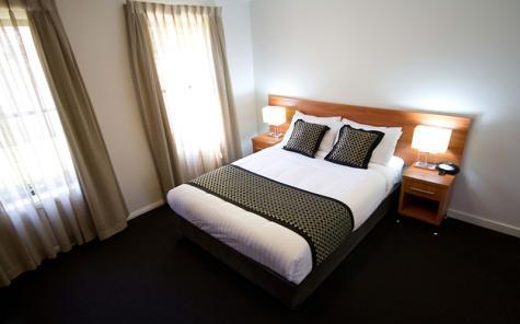 Queen room - Best Western Plus Charles Sturt Suites & Apartments