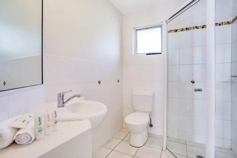 2 Bedroom Apartment Bathroom - Breakfree Eco Beach