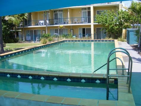 Pool - Broadwater Keys