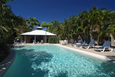 Pool - Trinity Beach Club Holiday Apartments