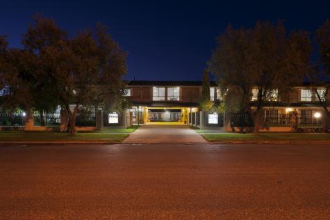 Front Night - Garden City Motor Inn