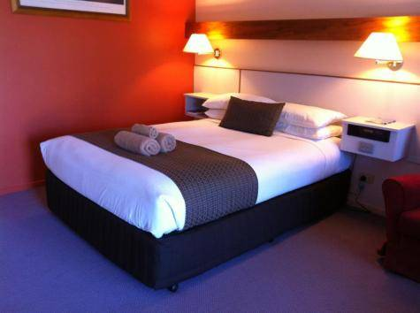 Queen Room - Gateway Motor Inn