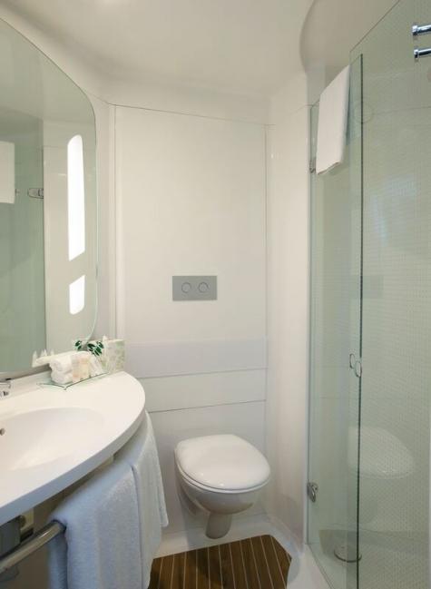Bathroom - ibis Sydney Airport