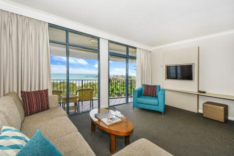 1 Bedroom City or Harbour View - Mantra on the Esplanade