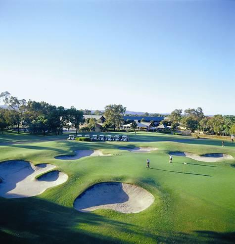 Exterior and Golf Course - Novotel Vines Resort Swan Valley