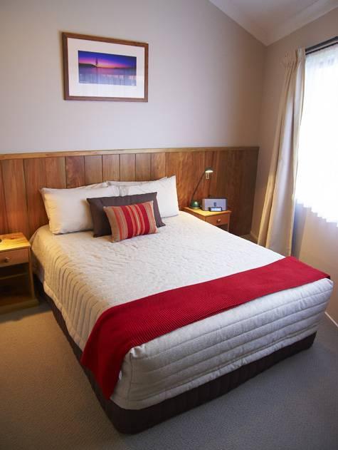 Bedroom - Ocean Breeze Cottages