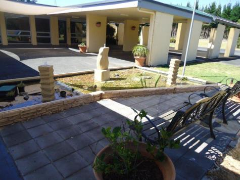 Exterior - William MacIntosh Motor Lodge