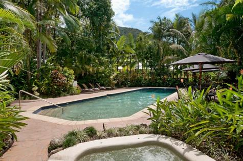 main pool and spa - The Villas Palm Cove