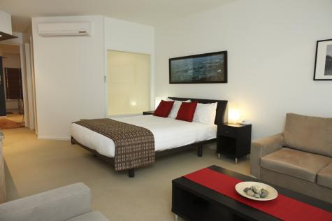 Executive Spa Main Bedding - The Waves Serviced Apartments